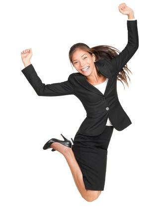 personas saltando: Saltar a mujer de negocios. Celebrando la exitosa empresaria en traje saltando alegre aislado sobre fondo blanco en longitud completa. Modelo femenino de raza mixta hermosa cauc�sica asi�ticos.