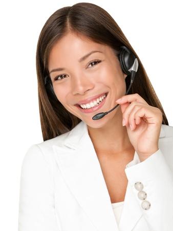 telephone headsets: Auricular. Mujer de operador de servicio al cliente con auriculares sonrientes mirando la c�mara. Bella mestiza asi�ticos cauc�sica llaman mujer Centro aislada sobre fondo blanco. Foto de archivo