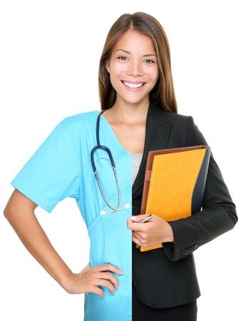 personalit�: Concetto di scelta di carriera. Donna diviso a met� e met� in imprenditrice e medical doctor  infermiera. Giovane donna sorridente isolata su bianco baclground