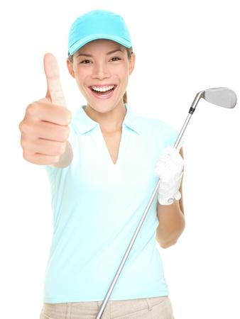 golfing: Golf speler succes vrouw die lacht geven thumbs up hand teken golfclub te houden geïsoleerd op een witte achtergrond. Jonge gemengd race Aziatische Kaukasische vrouwelijke golfspeler. Stockfoto