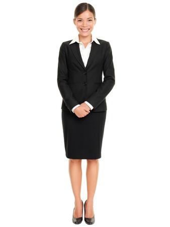 mujer cuerpo entero: La gente de negocios - mujer de negocios de pie en todo el cuerpo sonriendo feliz a la c�mara aislada en el fondo blanco Foto de archivo