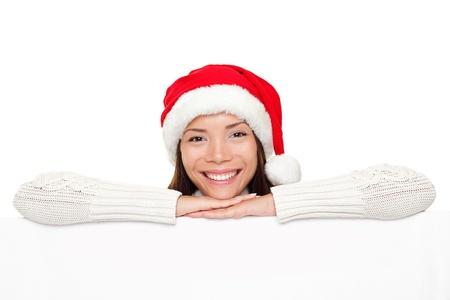 fille pull: Signe de No�l - femme de Santa montrant vierge billboard signe de banni�re sourire joyeux regardant la cam�ra. Mod�le f�minin de belle course mixte mignons caucasien asiatique.