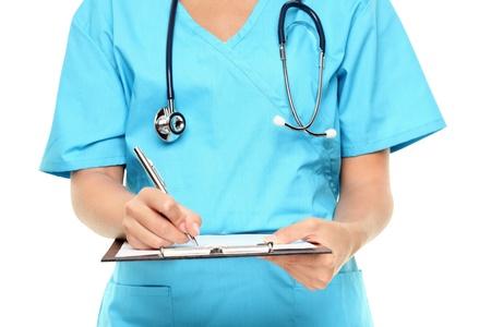 Medico. Primo piano di infermiere o medico di scrivere appunti isolato su sfondo bianco.