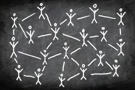 conexiones: Redes sociales los medios de comunicación en red concepto de la foto del dibujo de tiza pizarra de personas o contactos de negocios