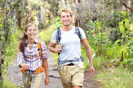 野外活動カップルのハイキング - 幸せなハイカーの森を歩きます。ハイカー カップル笑いと笑顔します。多民族グループ、白人男性、ハワイ島、ハ 写真素材