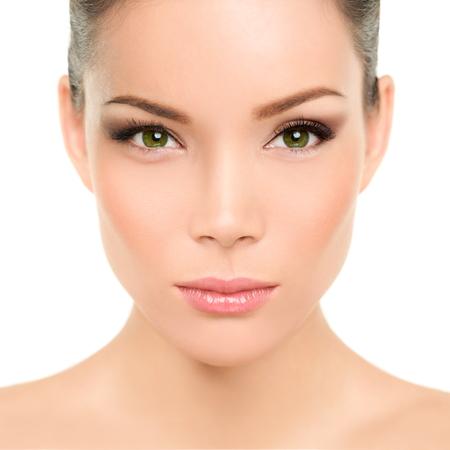 Mujer asiática hermosa con ojos verdes y maquillaje de belleza perfecta. Raza mixta chino joven caucásico de ojos verdes concepto cosmético. Características y la piel perfecta. Foto de archivo - 36325124