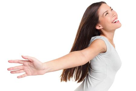 mujer alegre: Feliz mujer despreocupada eufórico alegre alabando mujer eufórica alegre con los brazos levantados extendida sonrisa alegre y llena de felicidad extática con los ojos cerrados aislados sobre fondo blanco en el estudio. Foto de archivo