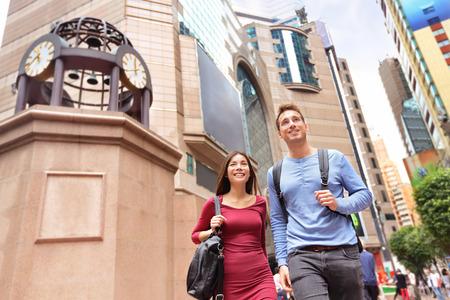 Hong Kong Mensen lopen in Causeway Bay op Times Square, Hong Kong.