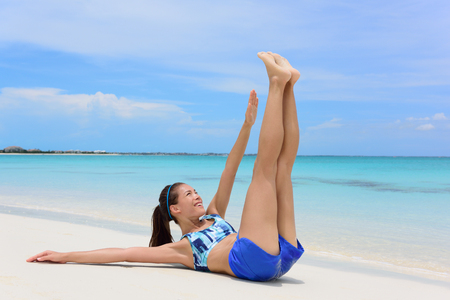 asian abs: Abs exercise fitness woman - toe touch crunchesFitness woman training abs with toe touch crunches. Young adult Asian girl doing abdominal exercises Stock Photo