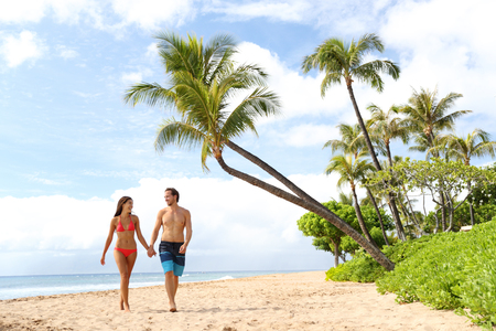 Hawaii beach couple walking on hawaiian beach, Kaanapali beach, Maui, Hawaii, USA. Travel vacation Asian, Caucasian couple relaxing on famous hawaiian beach destination for summer travel holidays. 版權商用圖片