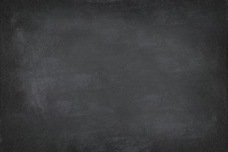 Black Chalkboard blackboard krijt textuur achtergrond. Zwarte krijtbord textuur lege lege met schrijven krijt sporen gewist op het bord. Copyspace voor tekstreclame. Schoolbord display.