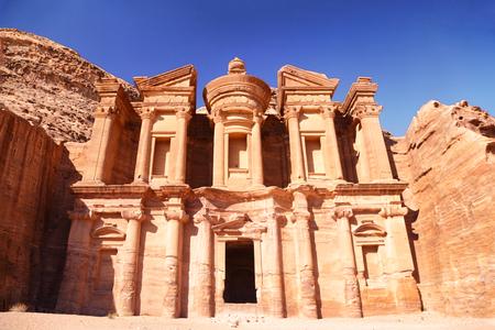 ヨルダンの旅行先 - ヨルダン最大のモニュメントであるペトラ修道院。