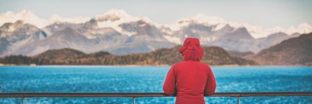 Alaska cruise travel tourist woman banner watching nature landscape from boat. Panoramic background crop of inside passage, Glacier Bay, USA. 版權商用圖片