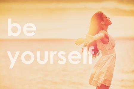 Sii te stesso; tutti gli altri hanno già preso la citazione motivazionale della fiducia in se stessi per la felicità e l'aumento dell'autostima. Citazioni positive per motivazione e ispirazione nella vita. Ritaglio panorama banner.