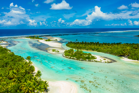 Rangiroa aerial drone video of atoll island motu and coral reef in French Polynesia, Tahiti. Amazing nature landscape with blue lagoon and Pacific Ocean. Tropical island paradise in Tuamotus Islands. Archivio Fotografico
