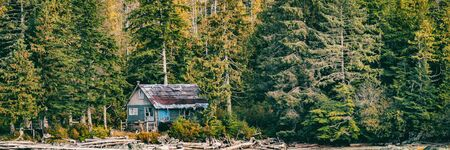 Abandoned house in the forest wilderness - Alaska landscape background panorama banner. Stok Fotoğraf