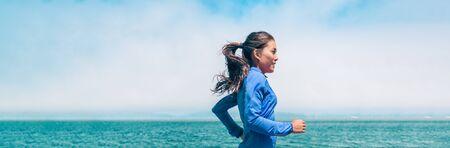 Running woman jogging on ocean beach background training for triathlon race outdoor summer workout banner panorama. 免版税图像