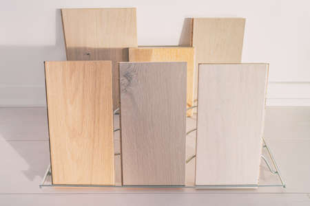 Hardwood floor samples at flooring store. Display of selection of engineered hard wood floors with different tints, grey oak, natural maple for home remodeling condo construction. Banque d'images