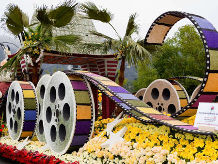 PASADENA, CA - JANUARY 1: The City of Los Angeles designed a float based on Cirque du Soleils new show IRIS at the 122nd Tournament of Roses Parade on January 1, 2011 in Pasadena, California. Redaktionell