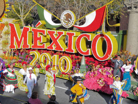 rose bowl parade: PASADENA, CA - JANUARY 1: Tournament of Roses Parade