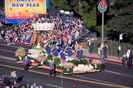 Pasadena, California, USA - 02 januari 2012: Macys Float genoemd: de presentatie van het Royal Court, nam deel aan de 123e Tournament of Roses Parade.