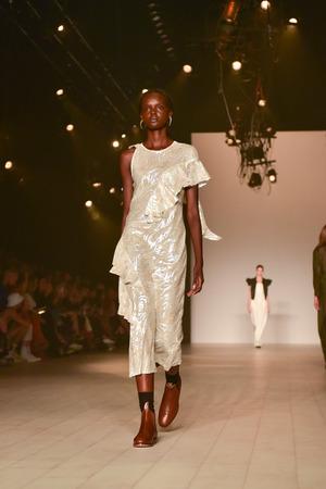 ruche: SYDNEY  AUSTRALIA - 17 May: Model walks on runway during Bianca Spender female fashion collection during Mercedes Benz Fashion Week Australia on 17 May 2016 in Carriageworks Sydney