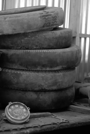 gage: Tyres and a car gage