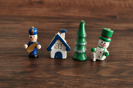 figurines: Figurines to decorate a Christmas tree