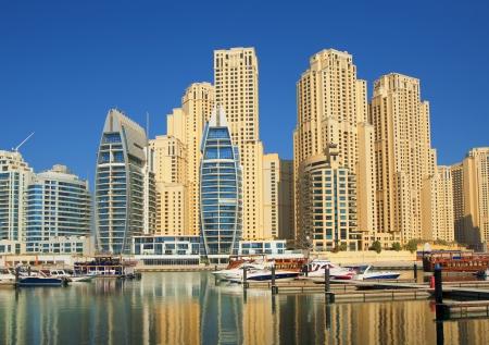 Stad landschap in de zomer. Dubai Marina.