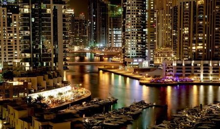 Stad landschap in de nacht. Dubai