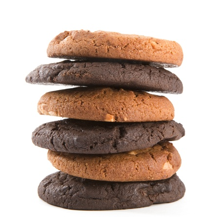 Stapel chocolade koekjes geïsoleerd op de witte achtergrond Stockfoto