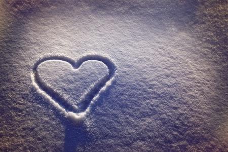 ahogarse: Nieve blanca con ahogar la forma del coraz�n