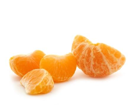 segmento: Segmento de mandarina en el fondo blanco Foto de archivo