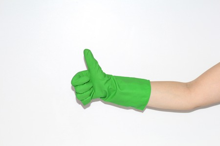 Rubber gloves are worn on the female hand. Hand on a white background. Standard-Bild