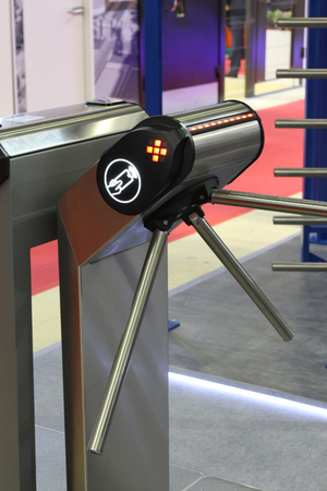 Turnstile for the passage of people. Entry exit, identity check. Security. Control check baggage and documents. Banque d'images - 120648027