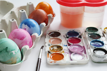 Paint eggs with paints and a brush. Creative process. Paint the eggs for Easter. Marble colored eggs. Pastel shades. Easter eggs.