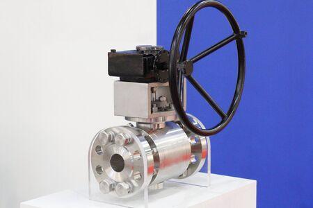 Vanne à boisseau sphérique à passage intégral forgé à basse température entièrement en métal. Vanne à bille. Vannes d'arrêt. Système de pipeline en production. Banque d'images