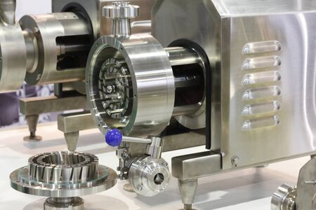 A fragment of a device for mixing liquids. Mixing liquid and powder for manufacturing plants. Centrifugal pumps in the food industry. Banque d'images - 138026473