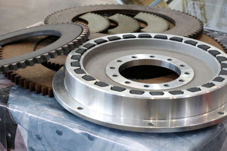 Friction clutches for heavy-duty gearboxes with integral clutch. Mechanical, pneumatic and rubber damping couplings. Detail for heat generators. Imagens