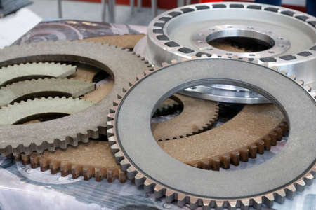 Friction clutches for heavy-duty gearboxes with integral clutch. Mechanical, pneumatic and rubber damping couplings. Detail for heat generators. Standard-Bild
