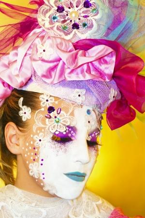 body paint: Moda de la imagen de las máscaras venecianas en la cara de una mujer s
