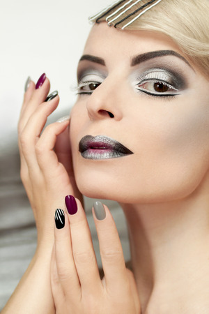 shades of grey: Makeup and manicure with grey shades and striped nail design.