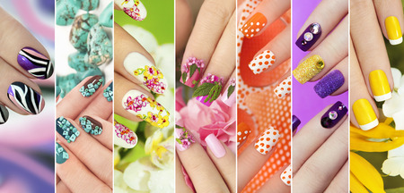 Verzameling van trendy kleurrijke verschillende manicure met ontwerp op nagels met glitter, steentjes, echte bloemen, stickers, turquoise en gele Franse manicure.