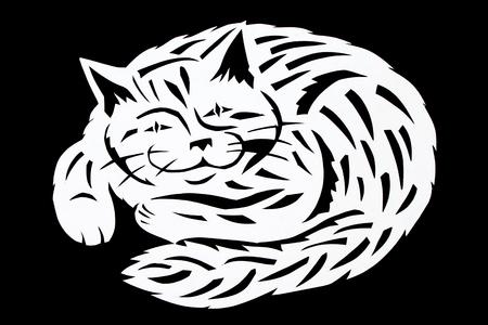 Die Arbeit wird vom Schwarzweiss-Papier, Bild einer großen Lächelnpelzhaustierkatze geschnitzt Kunstschnitt. Standard-Bild - 94511916