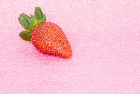 fragaria: Strawberry isolated on pink background