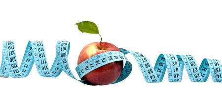 cintas metricas: Una manzana con cinta m�trica aislado en el fondo blanco Foto de archivo