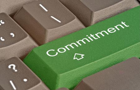 compromiso: Teclado con clave para el compromiso Foto de archivo