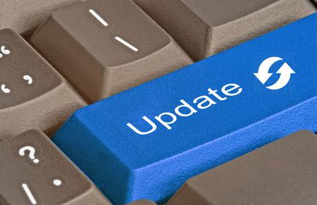更新プログラムのキーを持つキーボード 写真素材