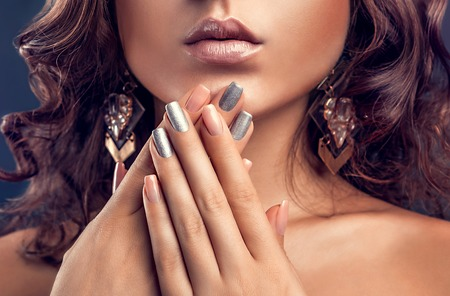 Beautiful woman with pink and silver manicure and perfect makeup Stockfoto