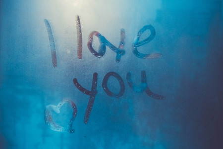 Writing i love you on steamy window. Valentine's day background 版權商用圖片